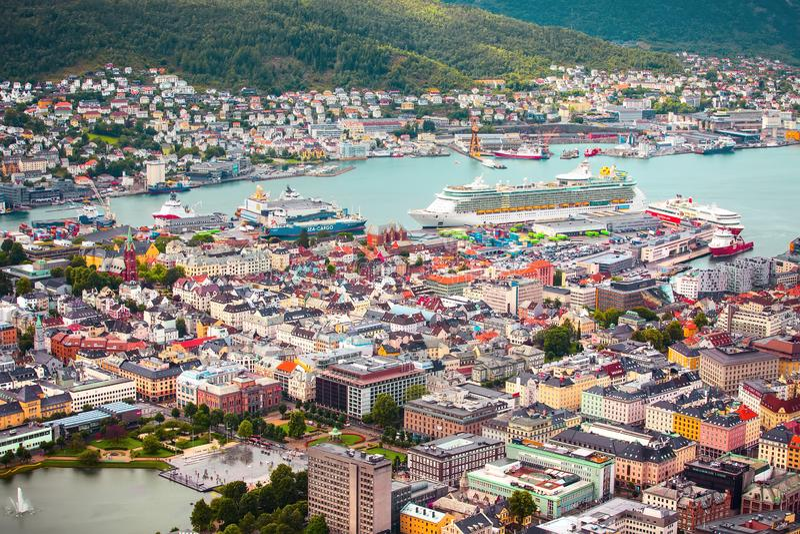 Panorama Bergen Norge för flyg- sikt royaltyfria foton