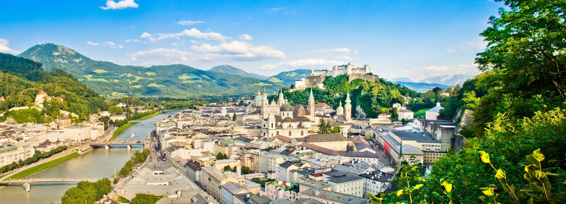 Panorama- beskåda av Salzburg, Österrike royaltyfri fotografi