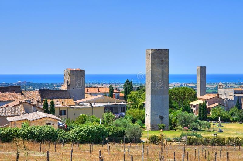 Panorama- beskåda av Tarquinia. Lazio. Italien. fotografering för bildbyråer
