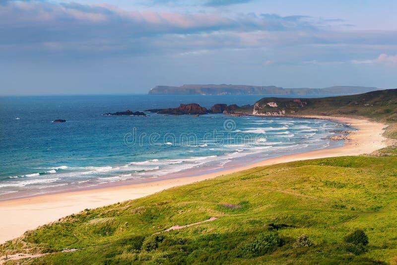 Panorama bielu parka zatoka, Ballycastle, okręg administracyjny Antrim, Północny - Ireland obrazy royalty free