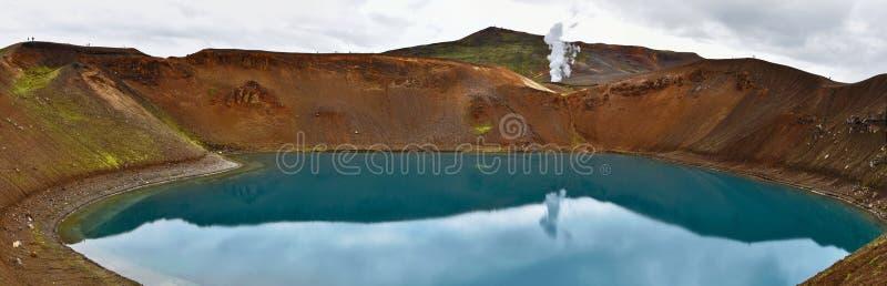 Panorama bij de vulkanisch krater van Krafla en Viti-meer in noordelijk IJsland royalty-vrije stock afbeeldingen