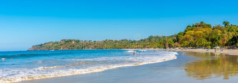 Panorama bij het strand Espadilla in Manuel Antonio National Park - Costa Rica stock afbeeldingen