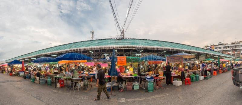 Panorama- bild av gatamat på den Minburi områdesmarknaden arkivfoton