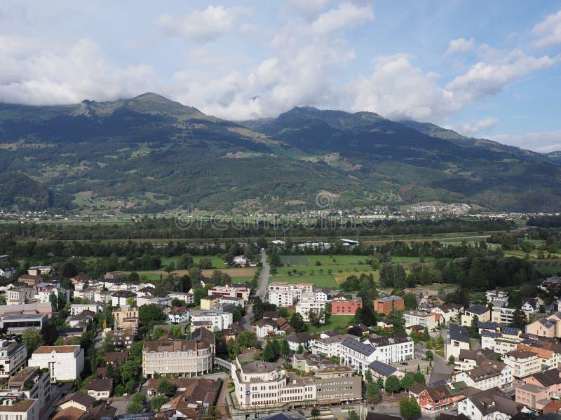 Panorama célèbre de paysage de paysage urbain de petite capitale européenne de Vaduz en Liechtenstein photos stock