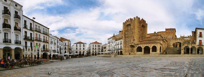 Panorama Caceres för huvudsaklig fyrkant, Extremadura royaltyfri bild