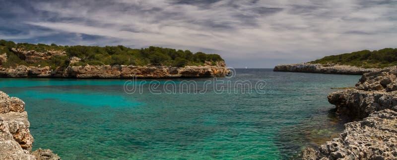 Download Panorama Cala Sa Nau immagine stock. Immagine di majorca - 55363391
