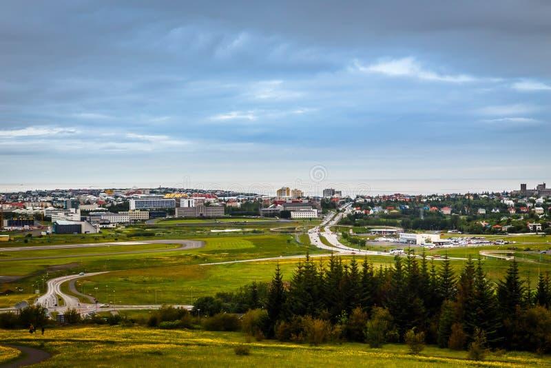 Panorama capital islandés, calles y wi resedential de los edificios foto de archivo