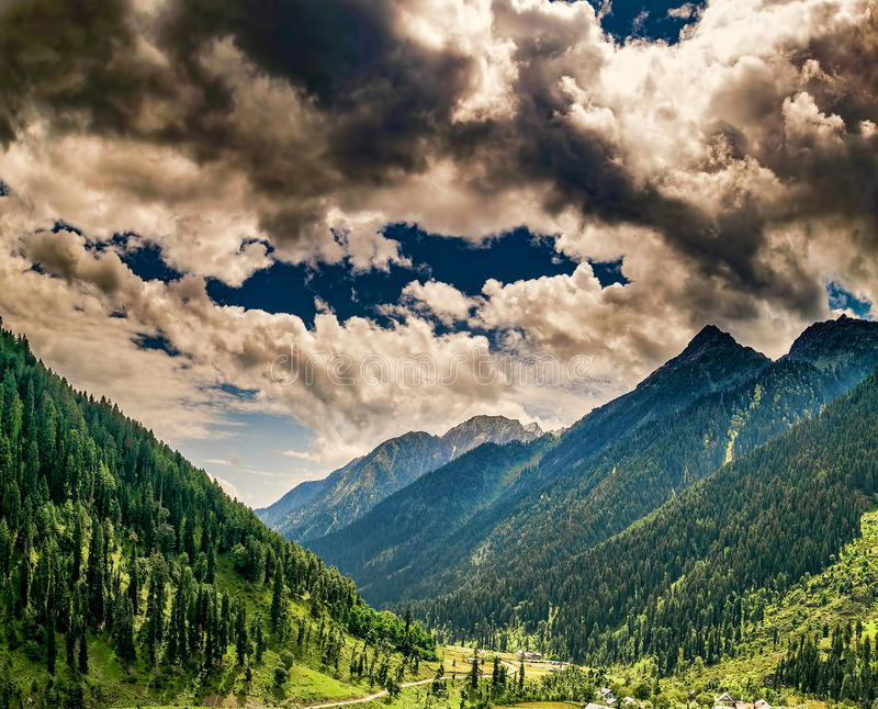 Panorama carré de vallée d'Aru, Jammu-et-Cachemire, Inde images libres de droits