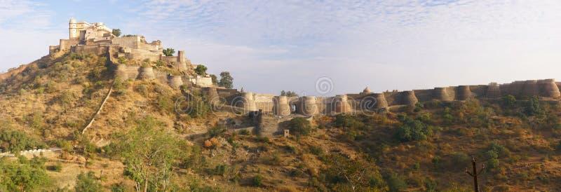 Panorama, castello e pareti di Kumbhalgarh fotografie stock libere da diritti