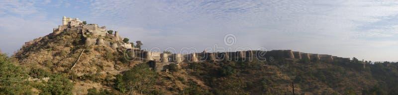 Panorama, castello e pareti fortificate Kumbhalgarh immagini stock