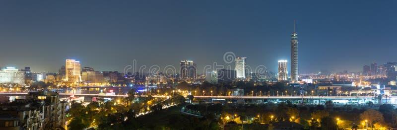 Panorama central de la noche de El Cairo foto de archivo