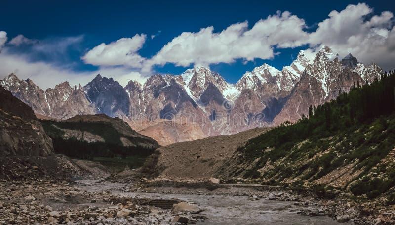 Panorama central de montagnes de Karakorum images libres de droits