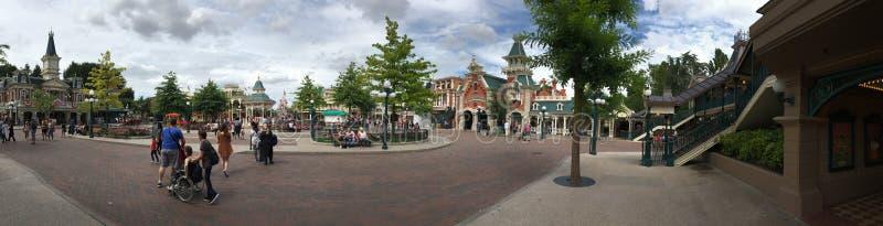 Panorama central de plaza de parc de Disneyland photos stock