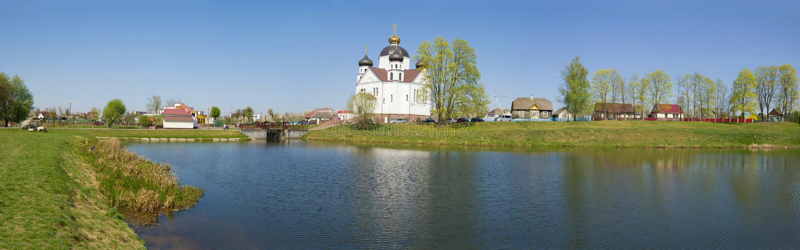 Panorama che trascura la chiesa di trasfigurazione Smorgon, Bielorussia immagine stock