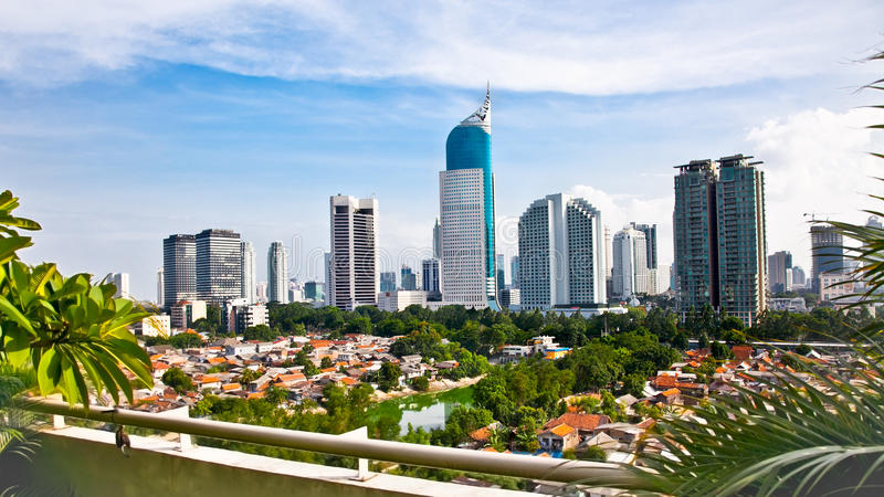 Panorama- cityscape av Indonesien huvudstaden Jakarta royaltyfria foton