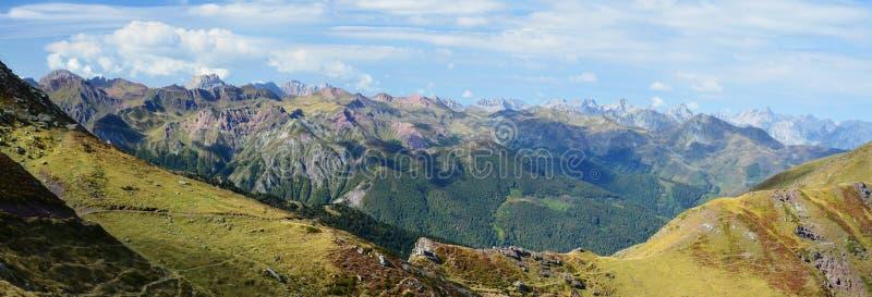 Panorama con el paso de la montaña fotografía de archivo