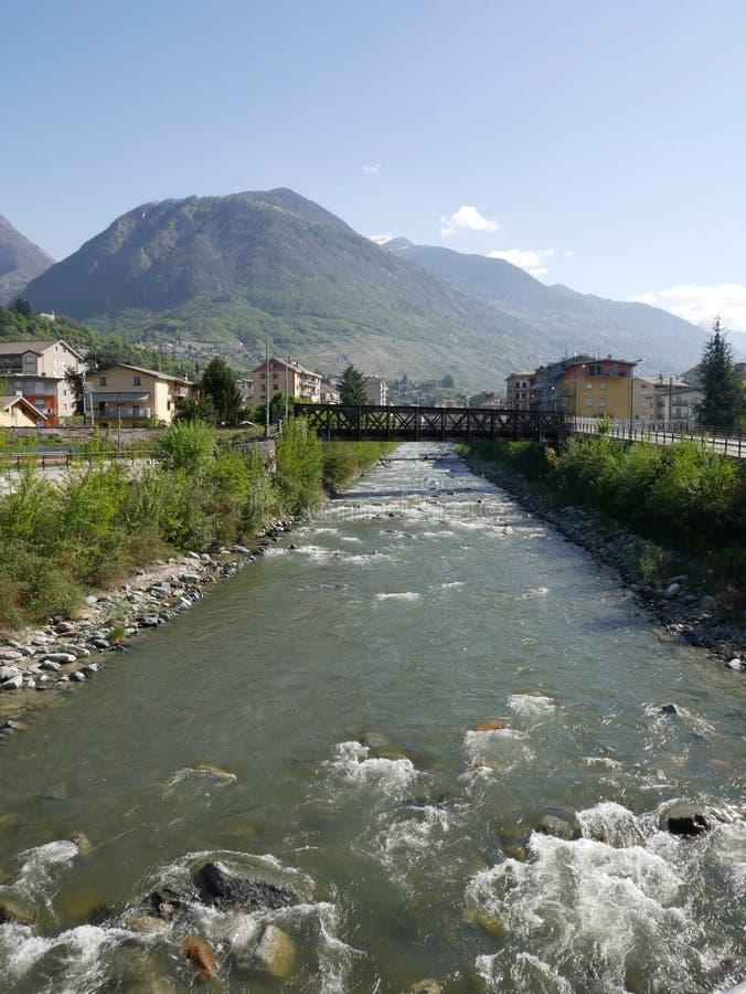 Panorama con el río de la montaña imagen de archivo libre de regalías