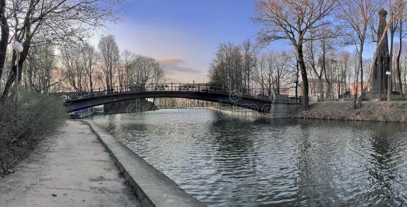 Panorama con il ponte fotografia stock