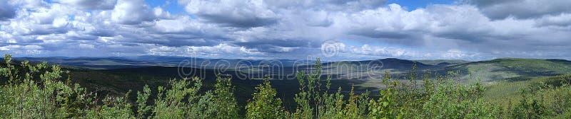 Panorama con le nuvole nell'Alaska immagini stock libere da diritti