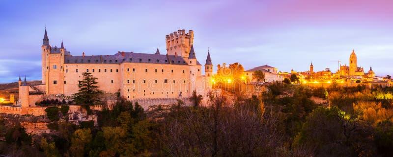 Panorama crepuscolare di Segovia fotografie stock libere da diritti