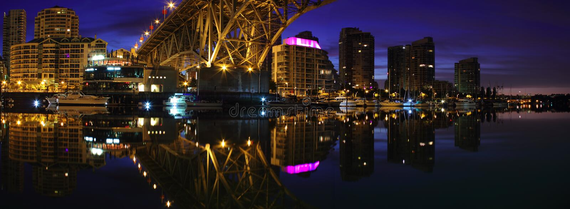 Panorama crepuscular da ponte de Granville, Vancôver imagem de stock royalty free