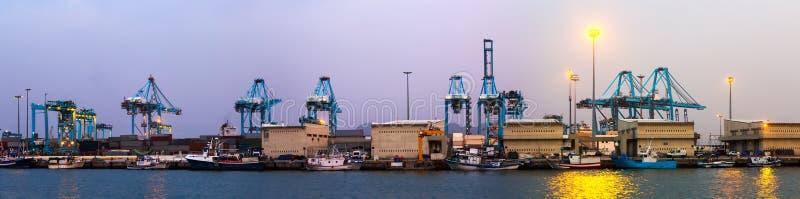 Panorama crepuscular del puerto de Algeciras imagen de archivo libre de regalías