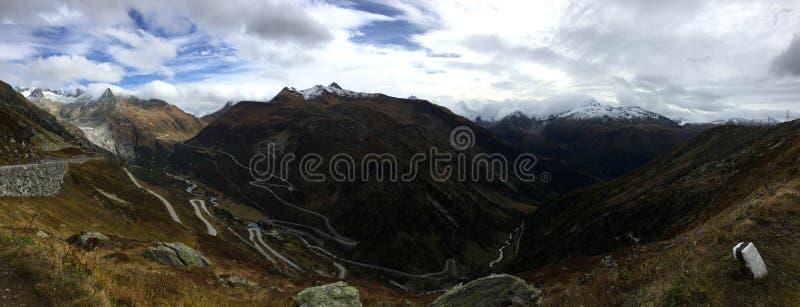 Panorama Curvy da estrada da montanha imagens de stock