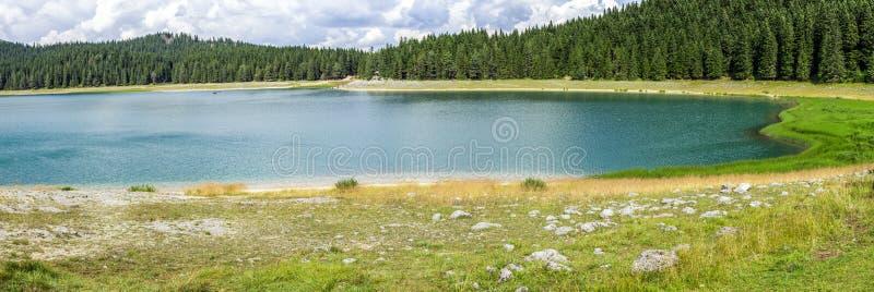 Panorama Czarny Jeziorny Crno jezero w Durmitor parku narodowym, Montenegro fotografia royalty free