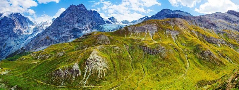 Montagnes d'Alpes photos stock