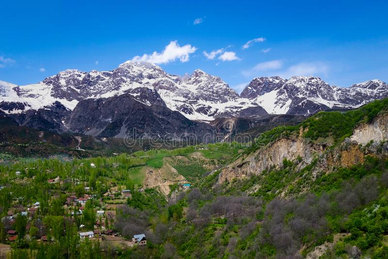 Panorama d'Arslanbob au Kirghizistan image libre de droits