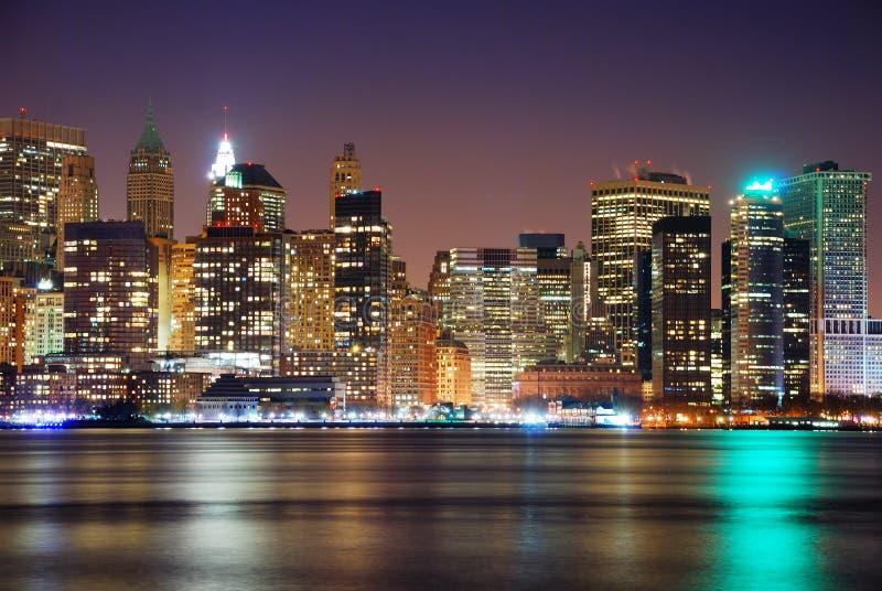 Panorama d'horizon de nuit de New York City image stock
