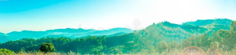 Panorama d'horizontal sur la montagne en Thaïlande photographie stock