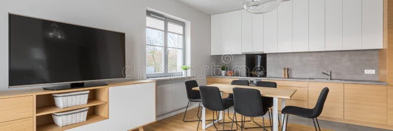 Panorama d'intérieur à la maison moderne photos libres de droits