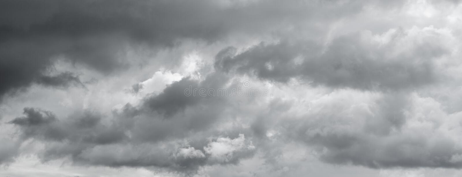 Download Panorama D'un Ciel Sombre Gris Photo stock - Image du croisement, storm: 87704456