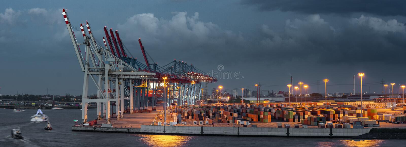 Panorama d'un terminal de conteneur dans le port de Hambourg image libre de droits
