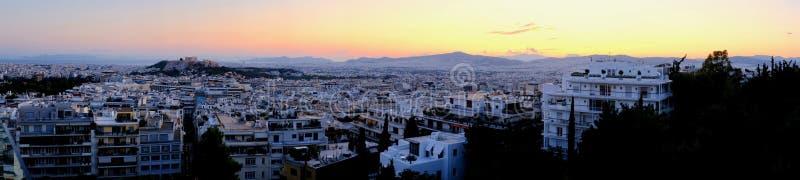 Panorama da arquitetura da cidade do por do sol de Atenas, Grécia imagem de stock royalty free