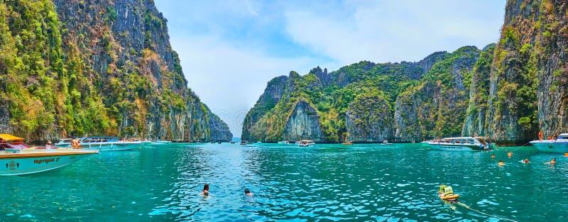 Panorama da baía de Pileh, Phi Phi Leh Island, Krabi, Tailândia imagens de stock royalty free