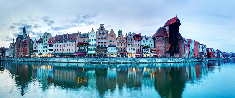 Panorama da cidade de Gdansk e do rio velhos de Motlawa, Polônia fotos de stock royalty free