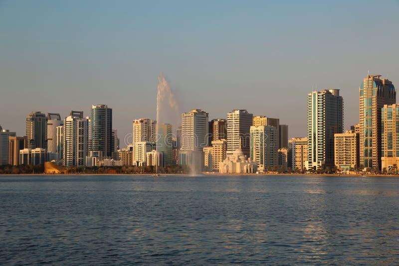 Panorama da cidade de Sharjah, Emiratos Árabes Unidos imagem de stock royalty free