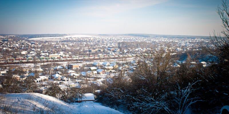 Panorama da cidade do inverno fotos de stock