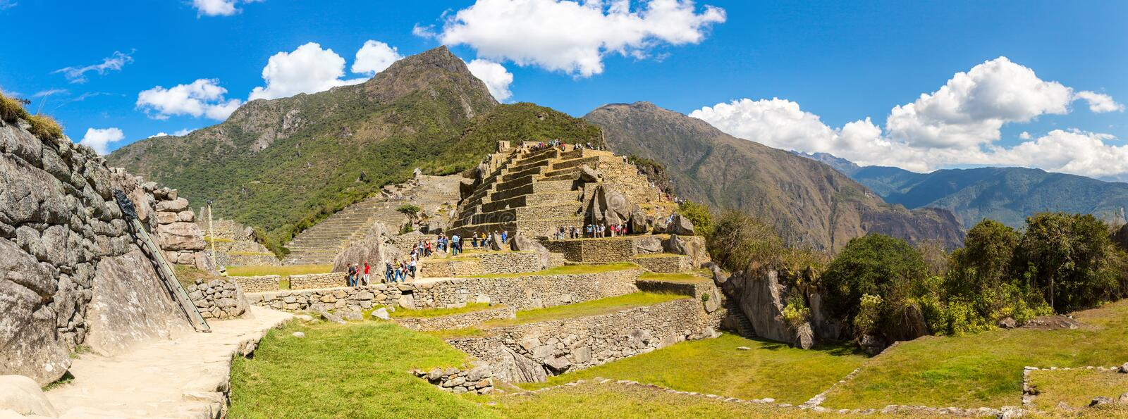 Panorama da cidade misteriosa - Machu Picchu, Peru, Ámérica do Sul. As ruínas Incan. fotografia de stock royalty free