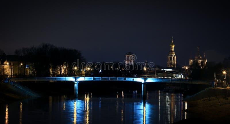 Panorama da cidade na noite imagem de stock