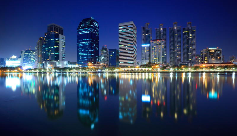 Panorama da cidade na noite, Tailândia de Banguecoque fotos de stock royalty free