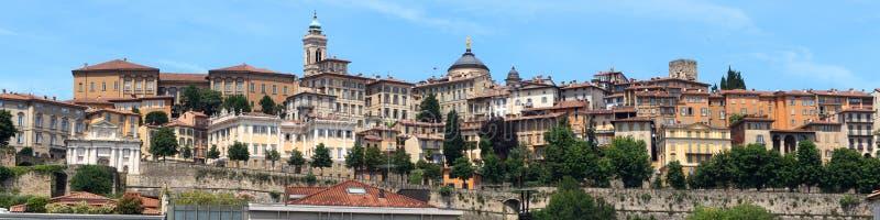 Panorama da cidade superior Citta Alta em Bergamo fotos de stock royalty free
