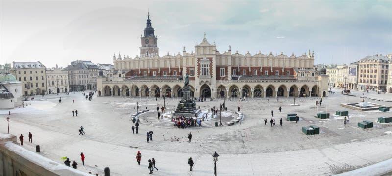 Panorama da cidade velha e do quadrado central de Krakow fotografia de stock royalty free