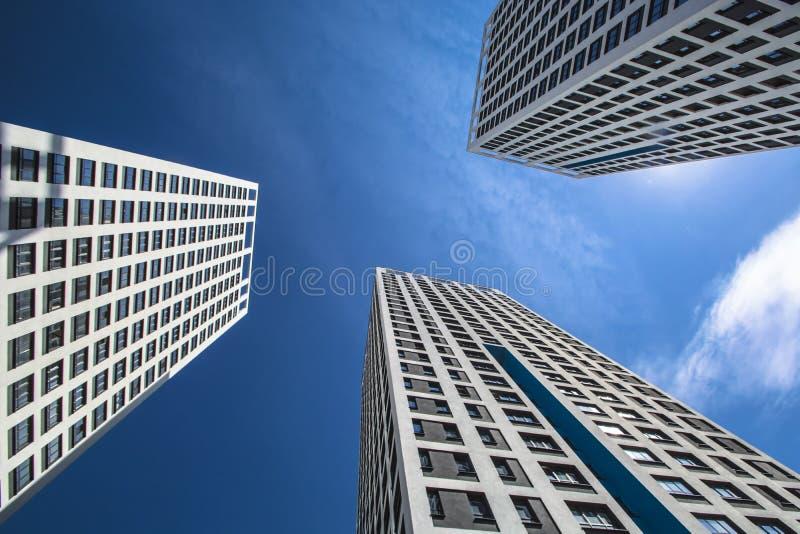 Panorama da construção em um fundo branco imagem de stock royalty free