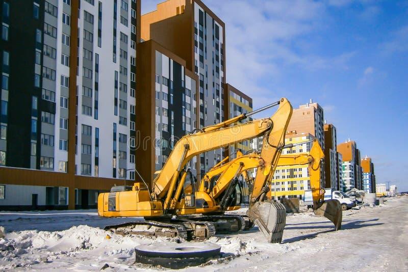 Panorama da construção no fundo do céu azul foto de stock royalty free