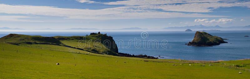 Panorama da costa norte de Skye imagens de stock