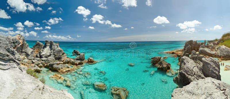Panorama da costa rochosa de Bermuda imagens de stock