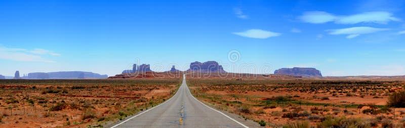 Panorama da estrada do vale do monumento imagens de stock royalty free
